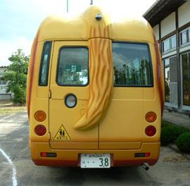 後ろから見たわんわんバス